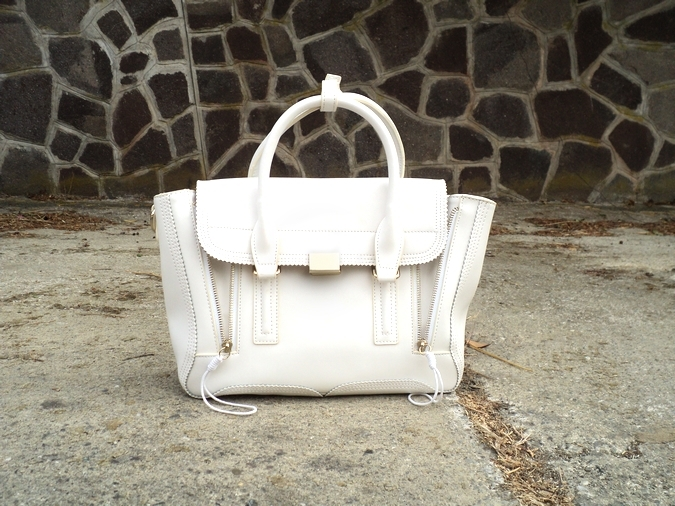 baginc-white-bag