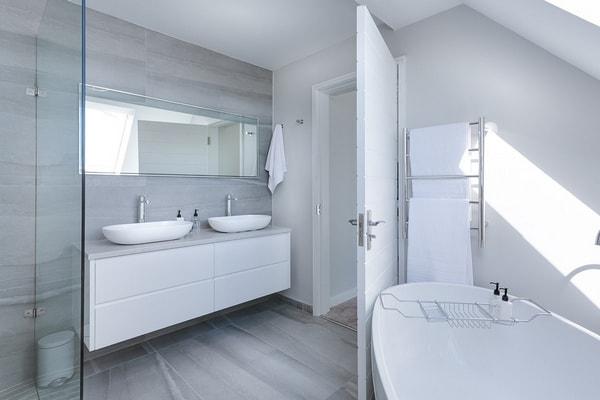 Come arredare un bagno piccolo e ottimizzare il poco spazio