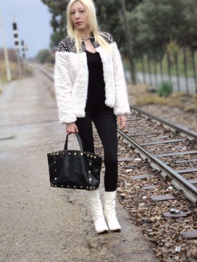 faux-fur-coat-outfit