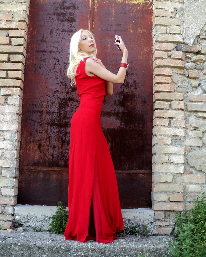 isabel-garcia-red-dress