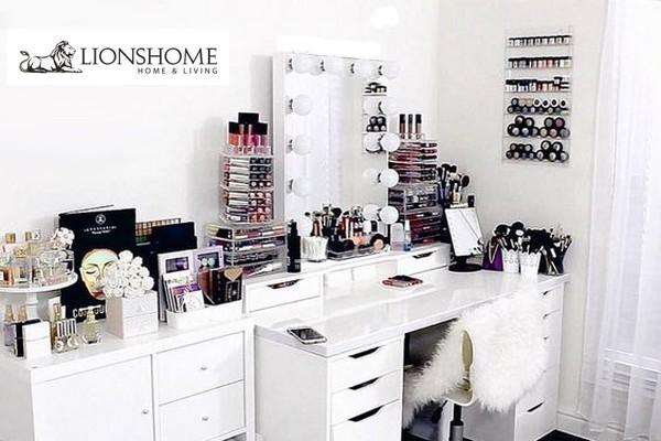 Makeup Beauty Room Decor: La Postazione Trucco Di Beauty Blogger E Makeup Artists