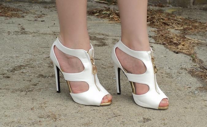 pinkbasis-white-sandals