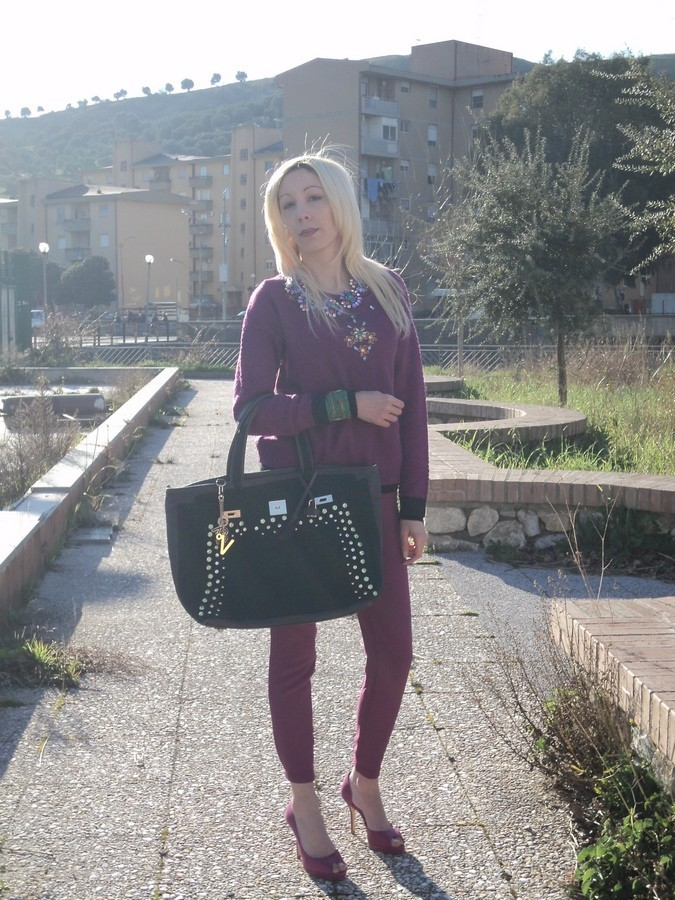 radiant-orchid-outfit-emerald-green