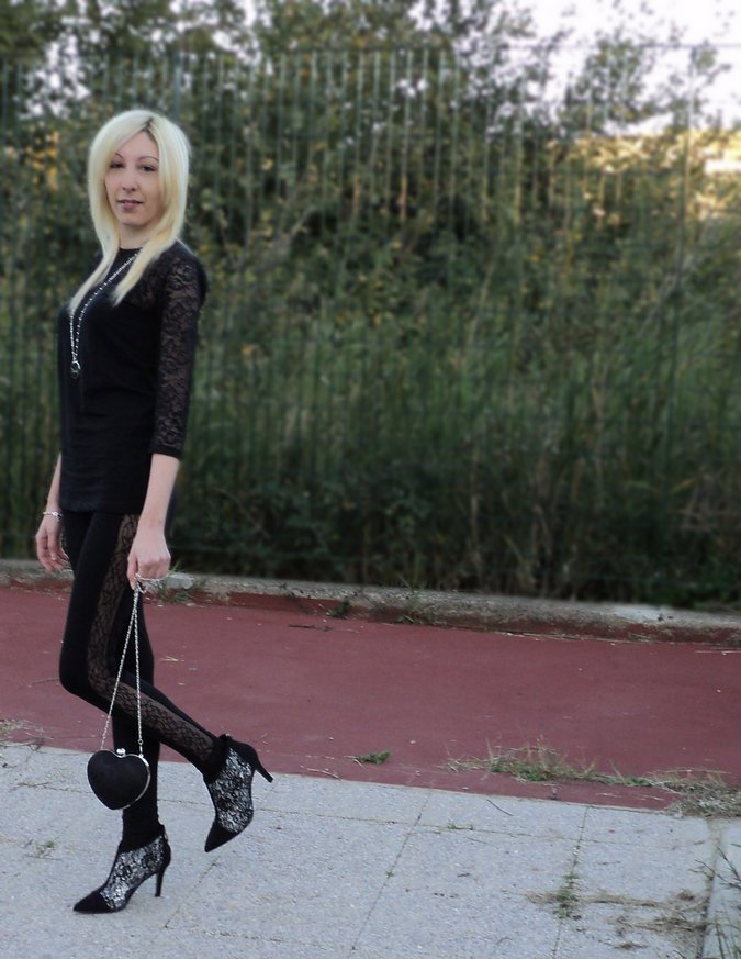 total-black-lace-look