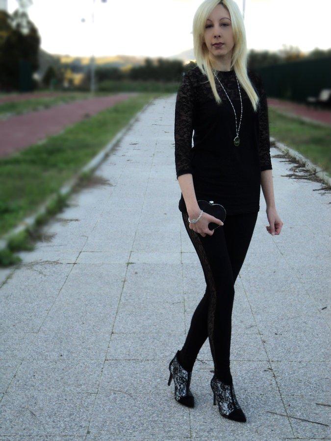 total-black-lace-mood