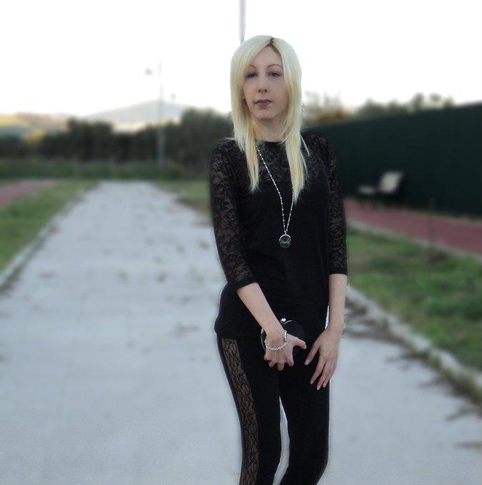 totalblack-lace-mood